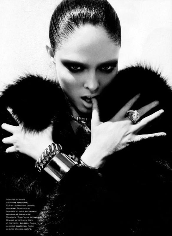 15-colgadas-de-una-percha-maquillaje-make-up-fw-oi-fall-winter-15-16-mirada-block-black-look-negro-2