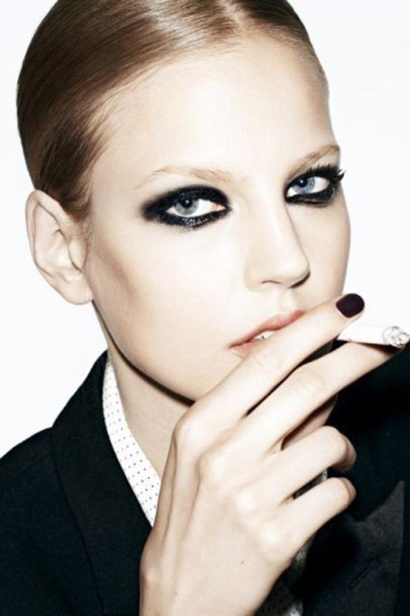 15-colgadas-de-una-percha-maquillaje-make-up-fw-oi-fall-winter-15-16-mirada-block-black-look-negro-3