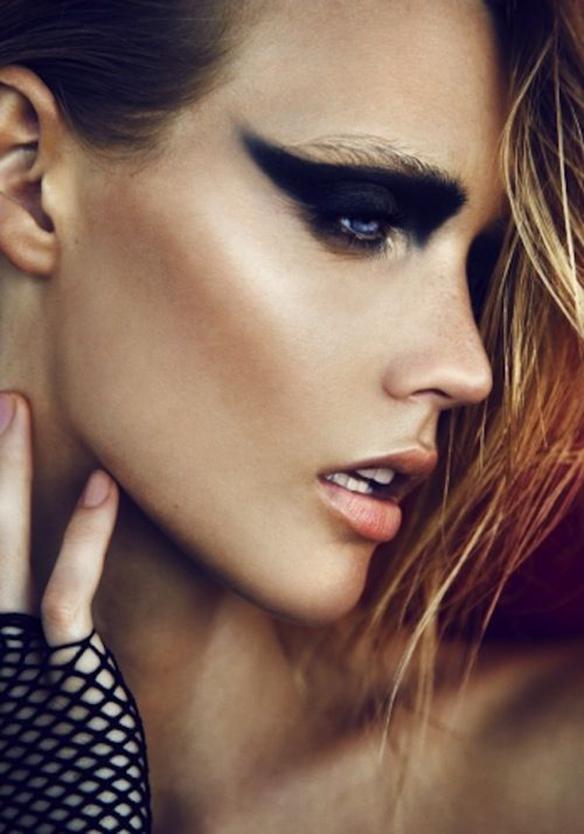 15-colgadas-de-una-percha-maquillaje-make-up-fw-oi-fall-winter-15-16-mirada-block-black-look-negro-4
