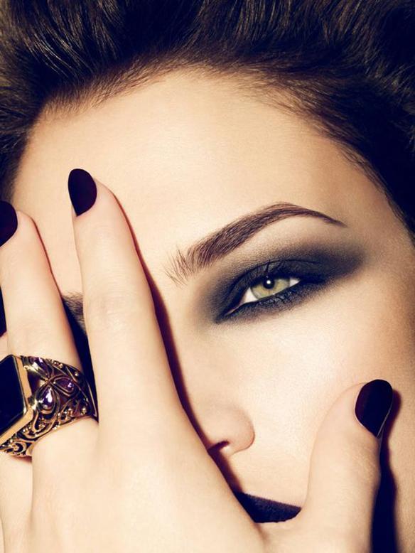 15-colgadas-de-una-percha-maquillaje-make-up-fw-oi-fall-winter-15-16-mirada-block-black-look-negro-5