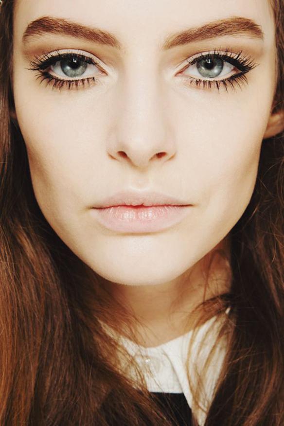 15-colgadas-de-una-percha-maquillaje-make-up-fw-oi-fall-winter-15-16-ojos-perfilados-pestañas-xl-eyelashes-outlined-eyes-3