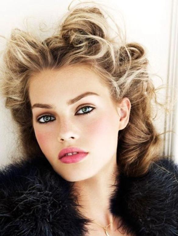 15-colgadas-de-una-percha-maquillaje-make-up-fw-oi-fall-winter-15-16-pomulos-marcados-marked-cheekbone-5