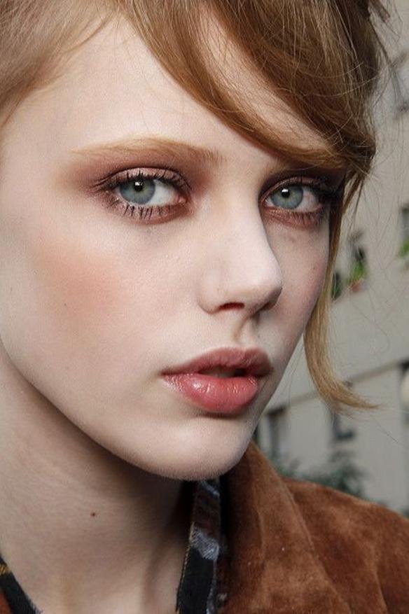 15-colgadas-de-una-percha-maquillaje-make-up-fw-oi-fall-winter-15-16-pomulos-marcados-marked-cheekbone-6