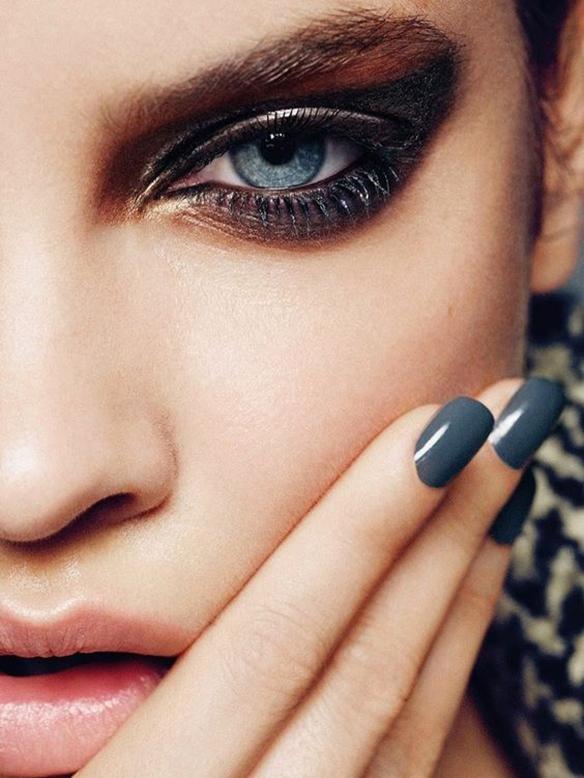 15-colgadas-de-una-percha-maquillaje-make-up-fw-oi-fall-winter-15-16-uñas-oscuras-dark-nails-6
