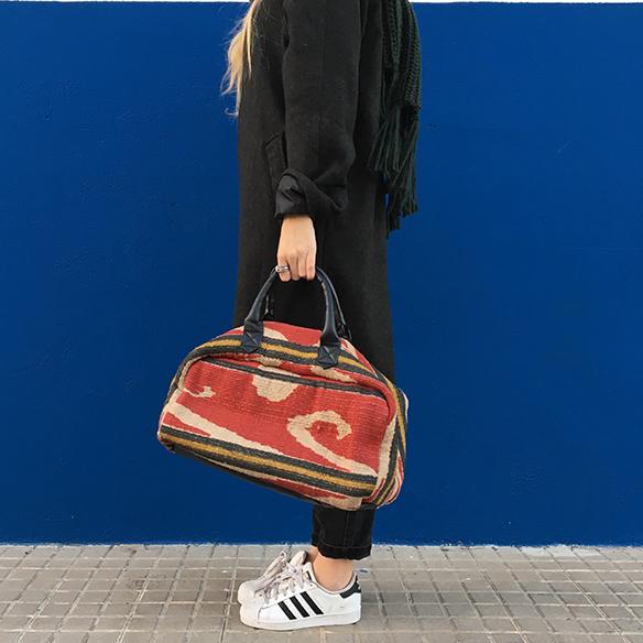 15-colgadas-de-una-percha-mom-jeans-bambas-trainers-ethnic-bag-bolso-etnico-bufanda-scarf-anna-duarte-4
