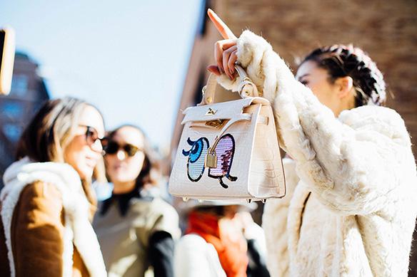 15-colgadas-de-una-percha-nyfw-street-style-new-york-fashion-week-estilo-style-outfits-looks-15