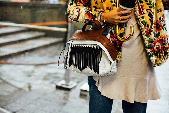 15-colgadas-de-una-percha-nyfw-street-style-new-york-fashion-week-estilo-style-outfits-looks-24