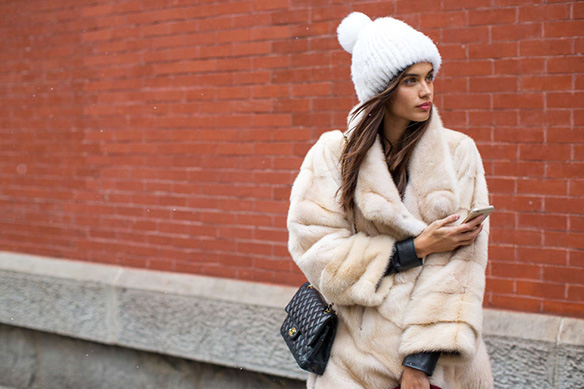 15-colgadas-de-una-percha-nyfw-street-style-new-york-fashion-week-estilo-style-outfits-looks-3