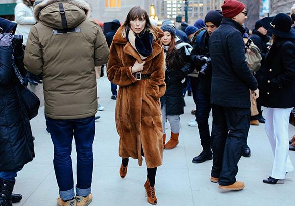 15-colgadas-de-una-percha-nyfw-street-style-new-york-fashion-week-estilo-style-outfits-looks-38