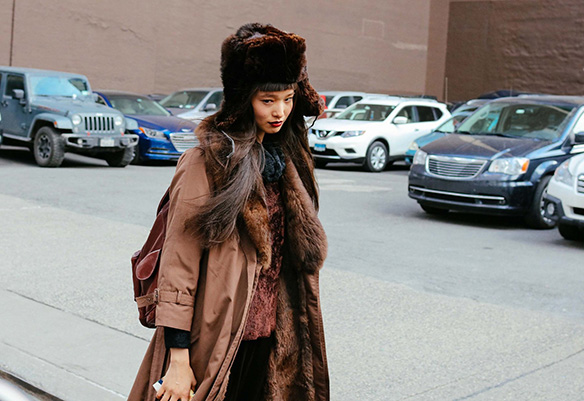 15-colgadas-de-una-percha-nyfw-street-style-new-york-fashion-week-estilo-style-outfits-looks-40