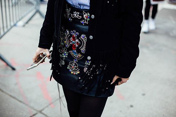 15-colgadas-de-una-percha-nyfw-street-style-new-york-fashion-week-estilo-style-outfits-looks-7