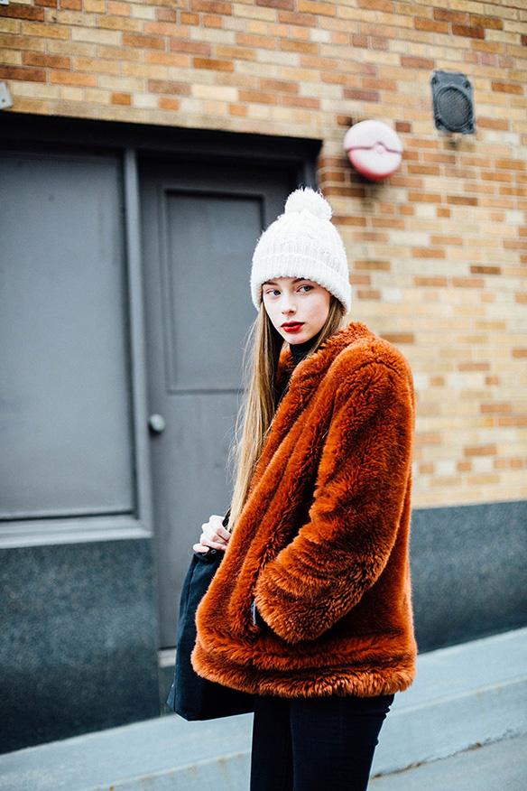 15-colgadas-de-una-percha-nyfw-street-style-new-york-fashion-week-estilo-style-outfits-looks-8
