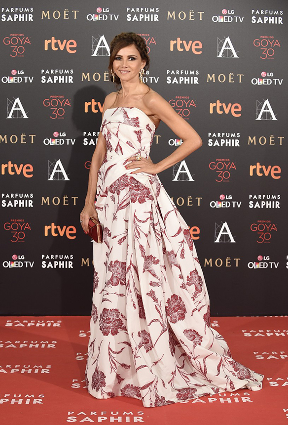 15-colgadas-de-una-percha-premios-goya-2016-goya-awards-16-red-carpet-alfombra-roja-goya-toledo-carolina-herrera-new-york
