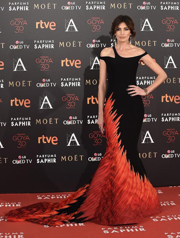 15-colgadas-de-una-percha-premios-goya-2016-goya-awards-16-red-carpet-alfombra-roja-nieves-alvarez-georges-chakra-couture