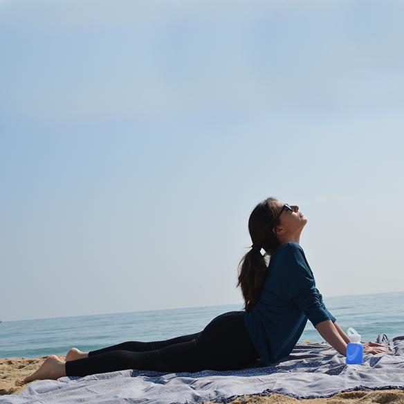15-colgadas-de-una-percha-alicia-alvarez-botellas-bkr-bottles-de-grupens-com-deporte-sports-agua-water-yoga-2