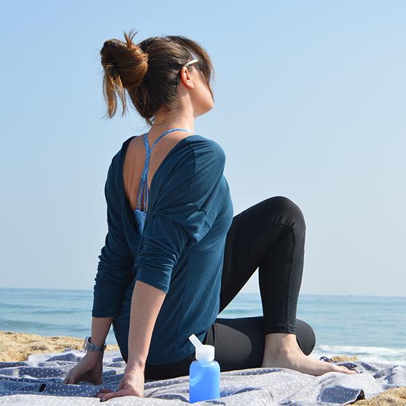 15-colgadas-de-una-percha-alicia-alvarez-botellas-bkr-bottles-de-grupens-com-deporte-sports-agua-water-yoga-3