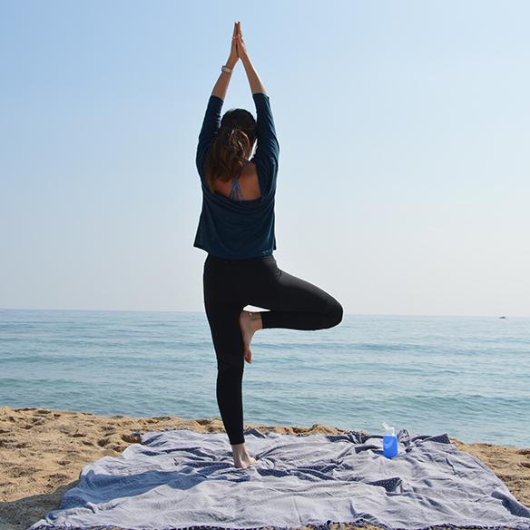 15-colgadas-de-una-percha-alicia-alvarez-botellas-bkr-bottles-de-grupens-com-deporte-sports-agua-water-yoga-4