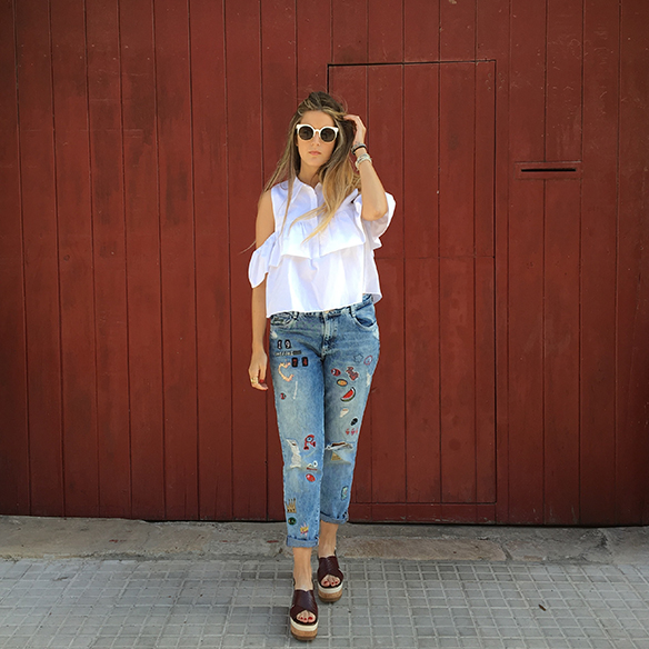 15-colgadas-de-una-percha-anna-duarte-must-have-ss-16-pv-2016-customized-jeans-customizados-hombros-al-aire-bare-shoulders-3