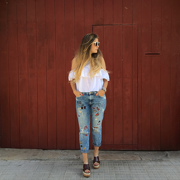 15-colgadas-de-una-percha-anna-duarte-must-have-ss-16-pv-2016-customized-jeans-customizados-hombros-al-aire-bare-shoulders-9