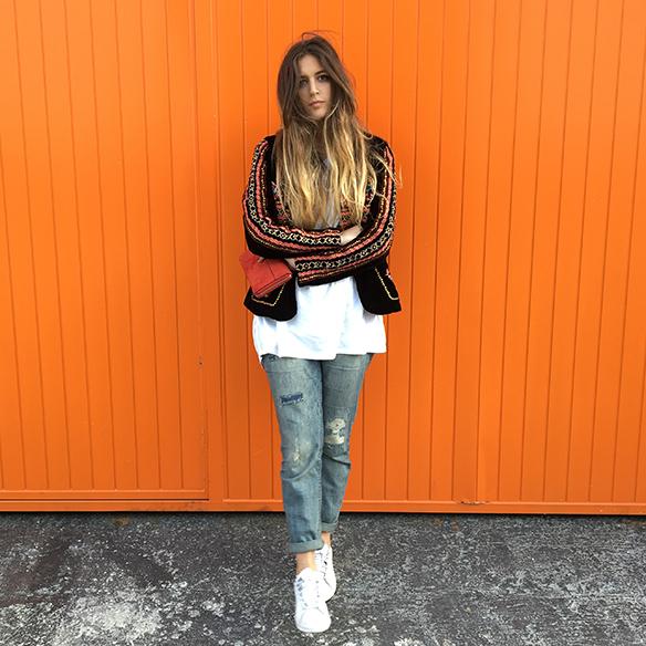 15-colgadas-de-una-percha-anna-duarte-resort-2016-entretiempo-chaqueta-jacket-jeans-bambas-trainers-1