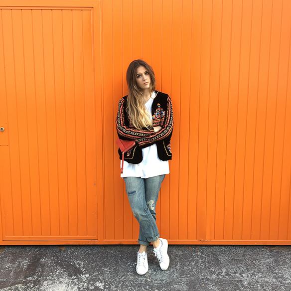 15-colgadas-de-una-percha-anna-duarte-resort-2016-entretiempo-chaqueta-jacket-jeans-bambas-trainers-10
