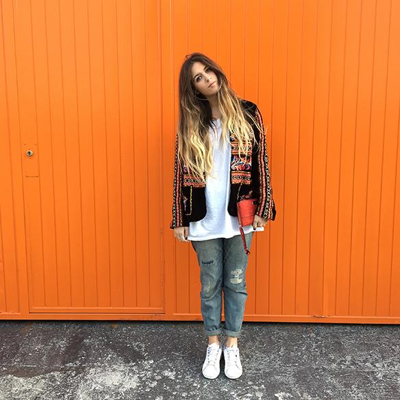 15-colgadas-de-una-percha-anna-duarte-resort-2016-entretiempo-chaqueta-jacket-jeans-bambas-trainers-3