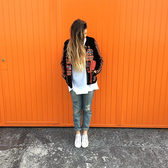 15-colgadas-de-una-percha-anna-duarte-resort-2016-entretiempo-chaqueta-jacket-jeans-bambas-trainers-4