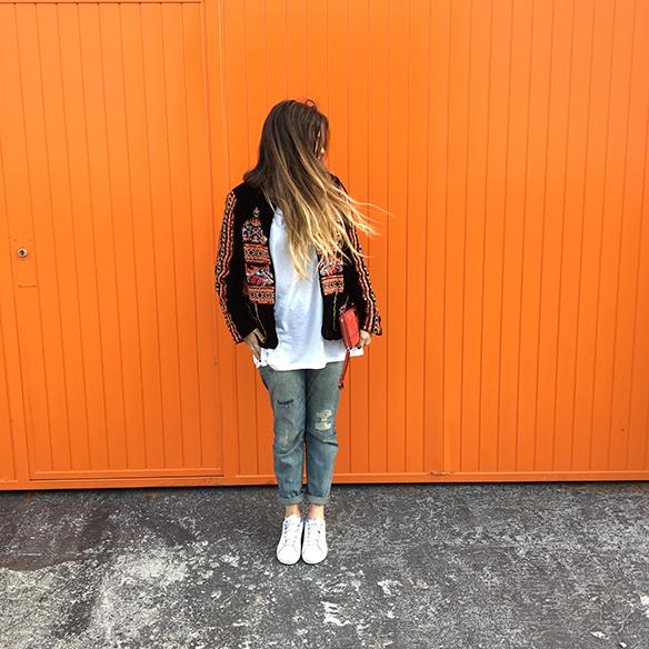 15-colgadas-de-una-percha-anna-duarte-resort-2016-entretiempo-chaqueta-jacket-jeans-bambas-trainers-9