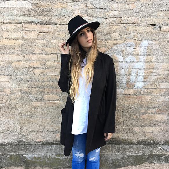 15-colgadas-de-una-percha-anna-duarte-resort-2016-entretiempo-mid-season-cropped-fringed-jeans-tejanos-flecos-sombrero-etnico-ethnic-folk-hat-10