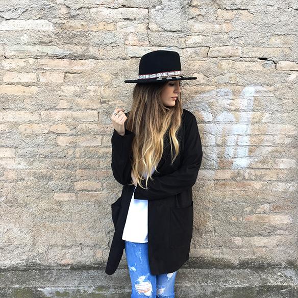 15-colgadas-de-una-percha-anna-duarte-resort-2016-entretiempo-mid-season-cropped-fringed-jeans-tejanos-flecos-sombrero-etnico-ethnic-folk-hat-2