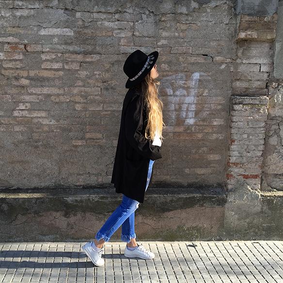 15-colgadas-de-una-percha-anna-duarte-resort-2016-entretiempo-mid-season-cropped-fringed-jeans-tejanos-flecos-sombrero-etnico-ethnic-folk-hat-3