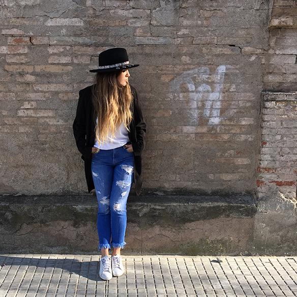 15-colgadas-de-una-percha-anna-duarte-resort-2016-entretiempo-mid-season-cropped-fringed-jeans-tejanos-flecos-sombrero-etnico-ethnic-folk-hat-4