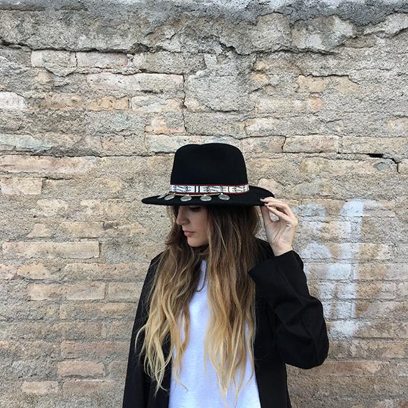 15-colgadas-de-una-percha-anna-duarte-resort-2016-entretiempo-mid-season-cropped-fringed-jeans-tejanos-flecos-sombrero-etnico-ethnic-folk-hat-5