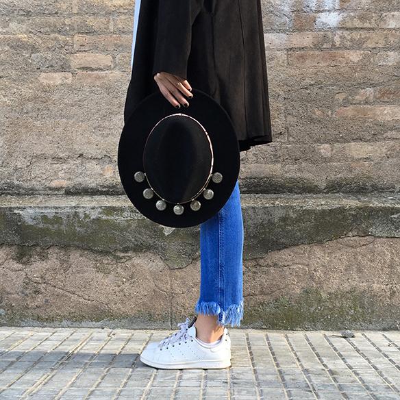 15-colgadas-de-una-percha-anna-duarte-resort-2016-entretiempo-mid-season-cropped-fringed-jeans-tejanos-flecos-sombrero-etnico-ethnic-folk-hat-6