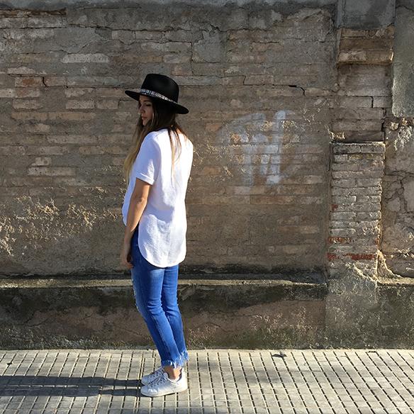 15-colgadas-de-una-percha-anna-duarte-resort-2016-entretiempo-mid-season-cropped-fringed-jeans-tejanos-flecos-sombrero-etnico-ethnic-folk-hat-8