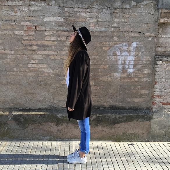 15-colgadas-de-una-percha-anna-duarte-resort-2016-entretiempo-mid-season-cropped-fringed-jeans-tejanos-flecos-sombrero-etnico-ethnic-folk-hat-9
