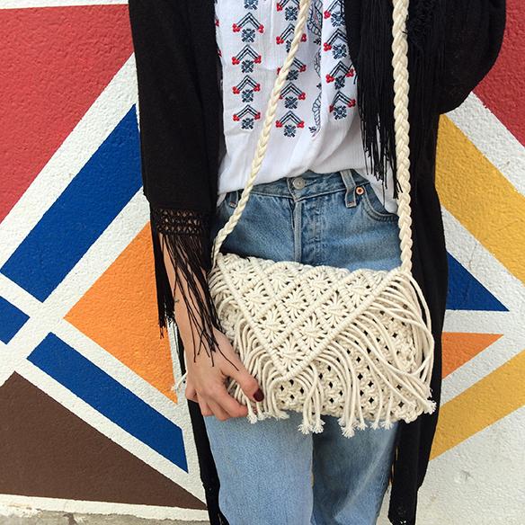 15-colgadas-de-una-percha-blanche-entretiempo-mid-season-levis-kimono-bolso-crochet-bag-6
