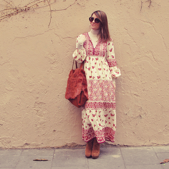 15-colgadas-de-una-percha-carla-kissler-maxi-vestido-boho-dress-invierno-winter-cuello-alto-turtleneck-aros-hoops-1