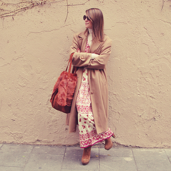 15-colgadas-de-una-percha-carla-kissler-maxi-vestido-boho-dress-invierno-winter-cuello-alto-turtleneck-aros-hoops-10