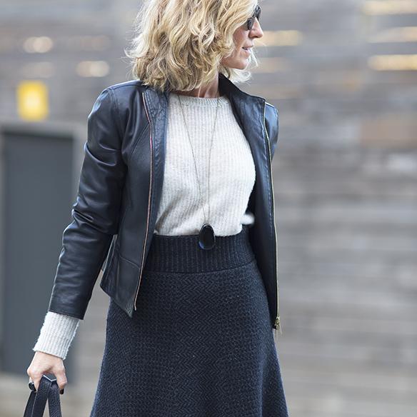 15-colgadas-de-una-percha-maica-jau-gris-grey-falda-skirt-fondo-de-armario-closet-basics-chaqueta-cuero-leather-jacket-1