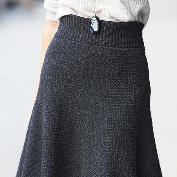 15-colgadas-de-una-percha-maica-jau-gris-grey-falda-skirt-fondo-de-armario-closet-basics-chaqueta-cuero-leather-jacket-4