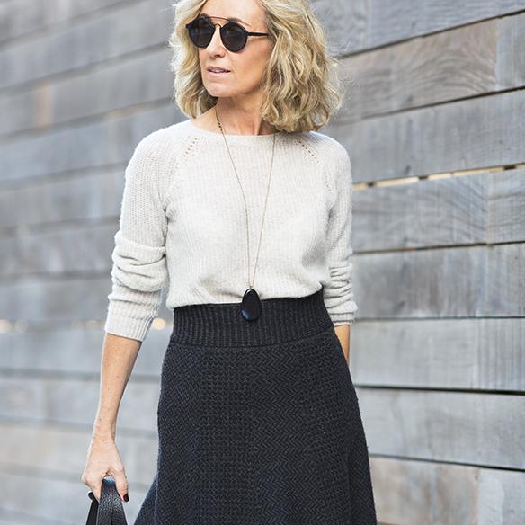 15-colgadas-de-una-percha-maica-jau-gris-grey-falda-skirt-fondo-de-armario-closet-basics-chaqueta-cuero-leather-jacket-5