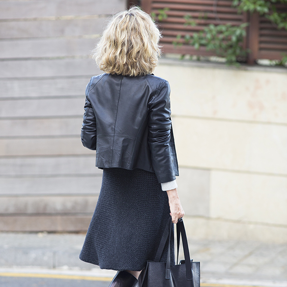 15-colgadas-de-una-percha-maica-jau-gris-grey-falda-skirt-fondo-de-armario-closet-basics-chaqueta-cuero-leather-jacket-9