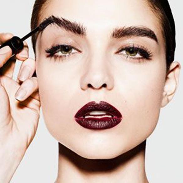 15-colgadas-de-una-percha-maquillaje-make-up-fw-oi-fall-winter-15-16-cejas-eyebrows-portada