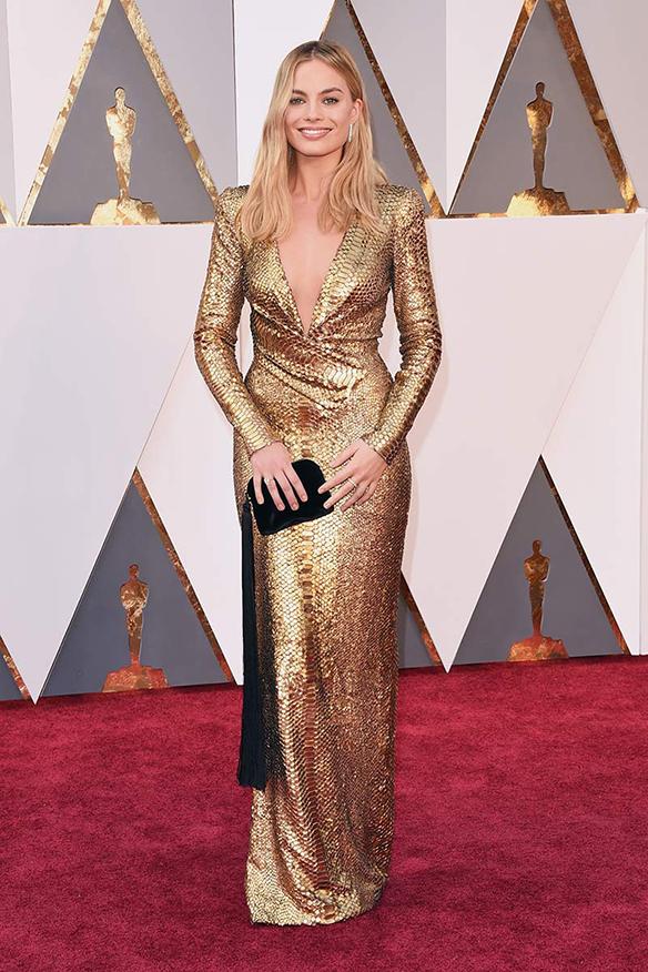 15-colgadas-de-una-percha-oscars-2016-mejor-vestidas-actriz-actress-margot-robbie
