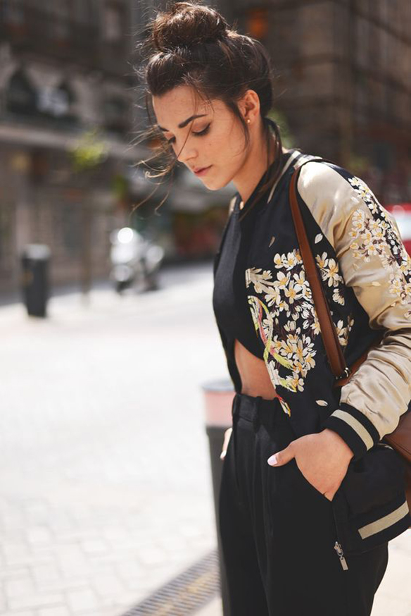 15-colgadas-de-una-percha-15-looks-we-love-outfits-bombers-chaqueta-bomber-1