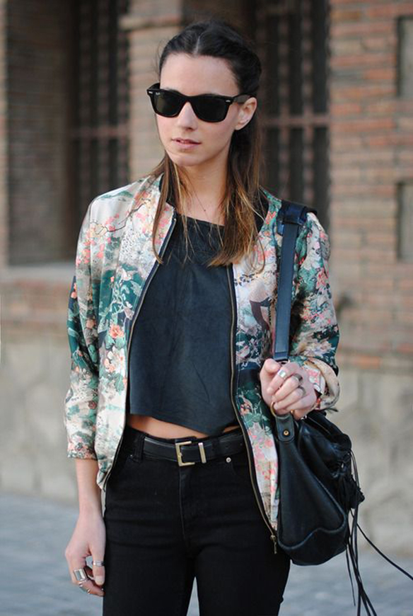 15-colgadas-de-una-percha-15-looks-we-love-outfits-bombers-chaqueta-bomber-10
