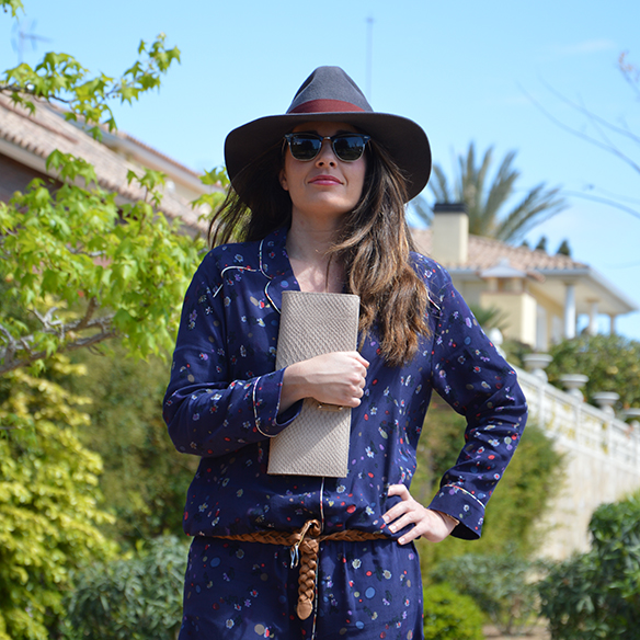 15-colgadas-de-una-percha-alicia-alvarez-pijama-pyjamas-sombrero-hat-10