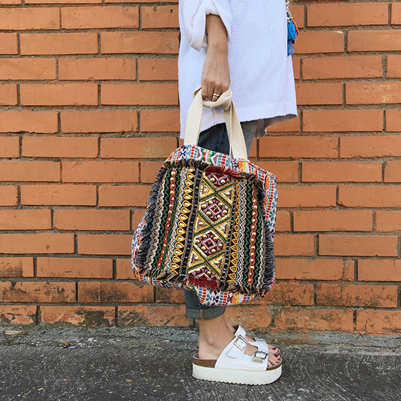 15-colgadas-de-una-percha-anna-duarte-ethnic-etnico-jeans-oversize-knit-punto-sandalias-sandals-7