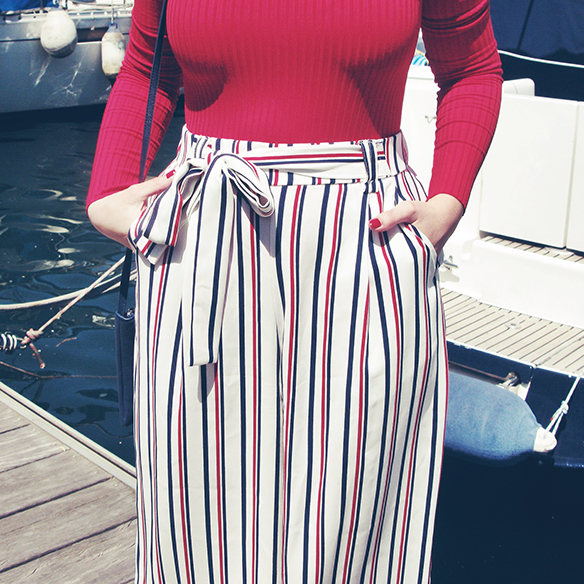 15-colgadas-de-una-percha-carla-kissler-culottes-rayas-stripes-rojo-red-navy-blue-azul-marino-body-punto-5